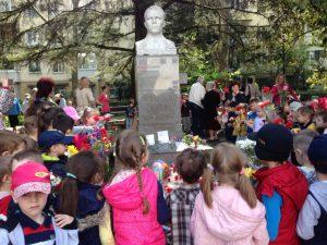Возложение цветов к памятнику Ю.А. Гагарину